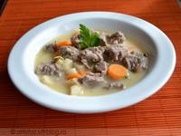 Tárkonyos savanyú bárányfej-leves