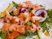 Saláta a tenger gyümölcseiből