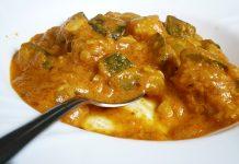 Currys sütőtök lencsével és cukkinivel