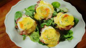 Benedict tojás húsvéti kaláccsal