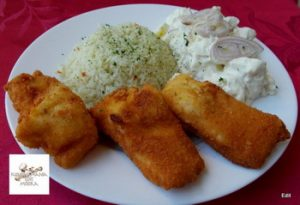 Rántott süllő szeletek rizzsel,majonézes krumplisalátával recept