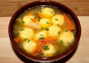 Sajtgombóc leves